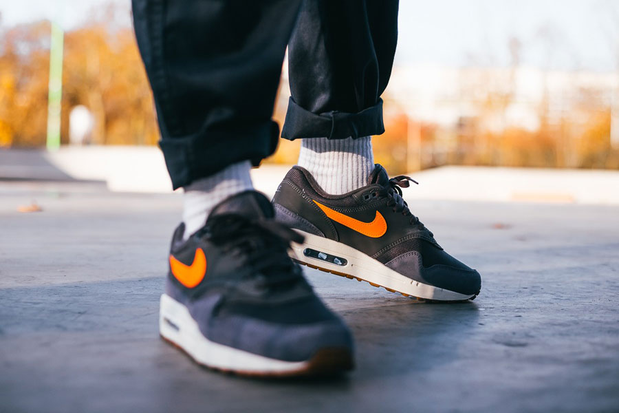 Nike Air Max 1 Holiday Gift Guide 2018 - Light Carbon