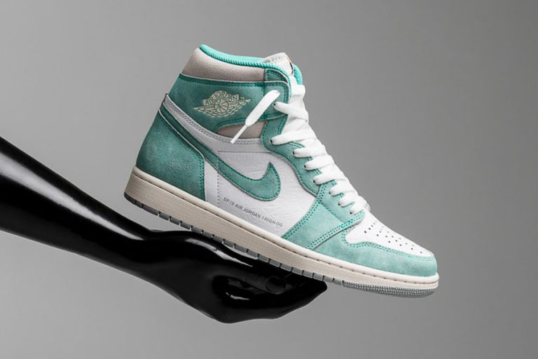 Nike Air Jordan 1 Retro High OG Turbo Green (555088-311) - Mood 1