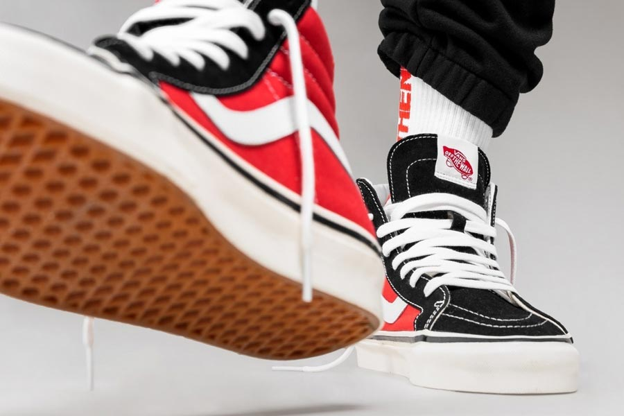 VANS Sk8-Hi 38 DX Anaheim Factory (OG Black / Red) - Mood 2