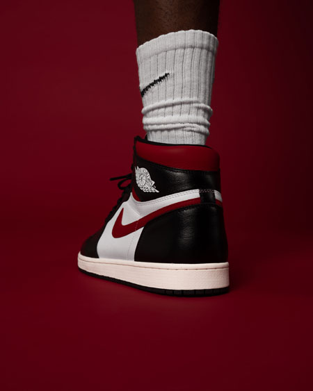 Air Jordan 1 Retro High OG Gym Red (555088-061) - Mood 3