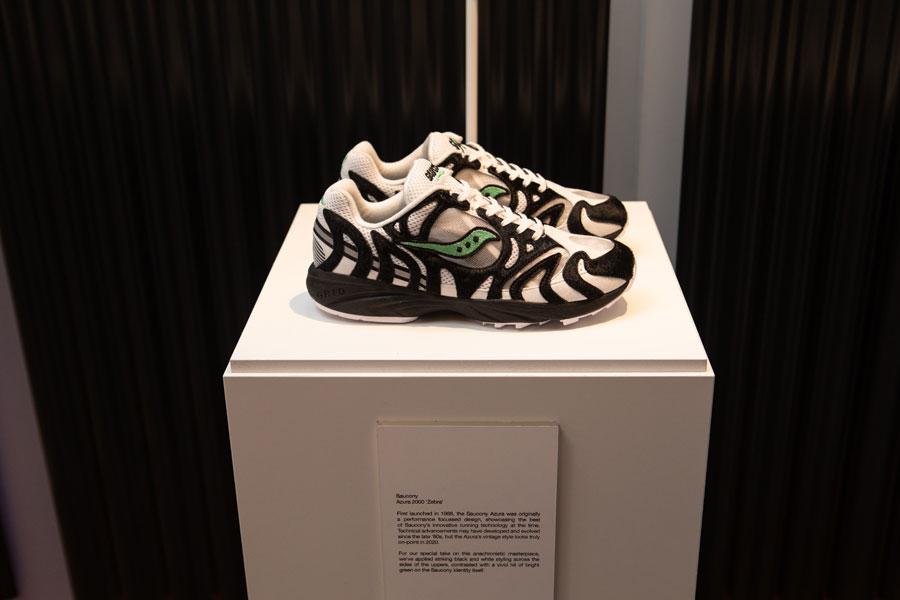 size 20th Anniversary - Saucony Azura 2000 Zebra